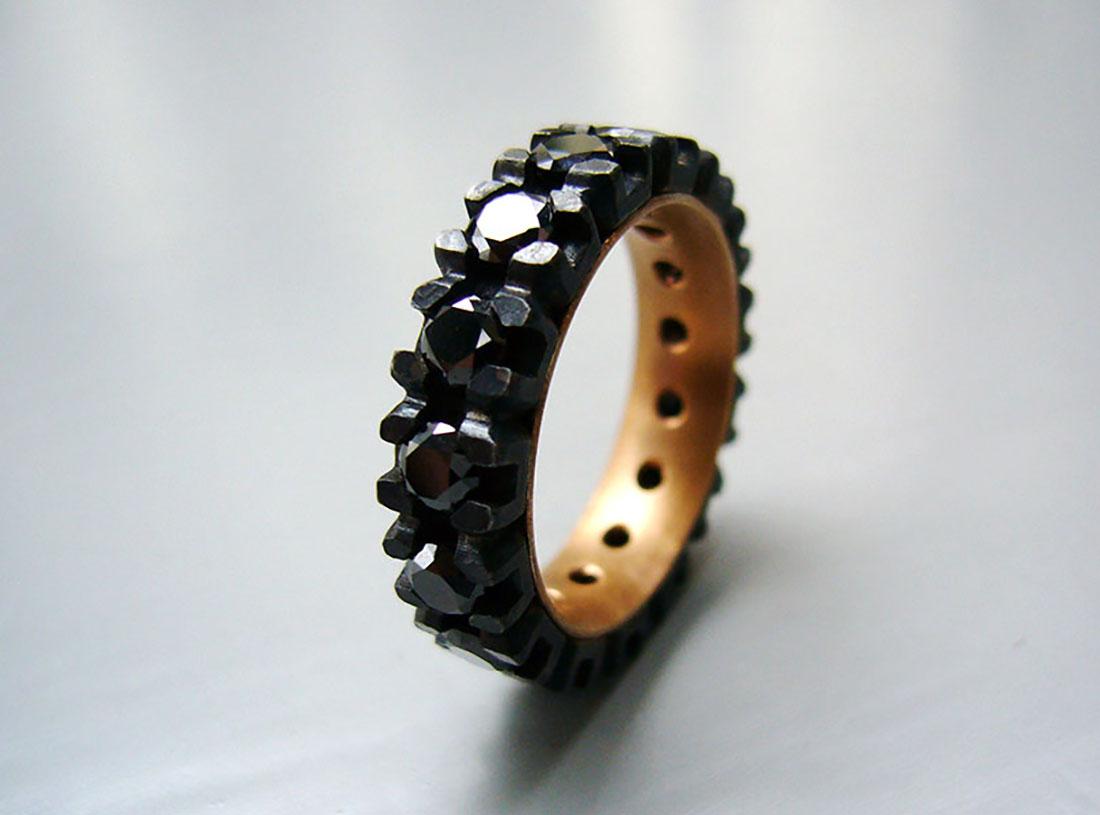 Eisen Rotgold 750 schwarze Brillanten